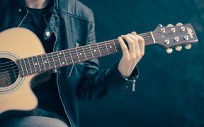 4 redenen waarom jij gitaarles moet nemen